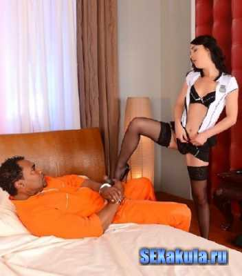 Escaped convict student fucked in the ass (2014/HD)