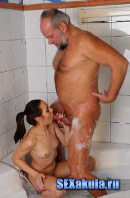 Daddy and daughter sex in the bathroom (2014/SD)